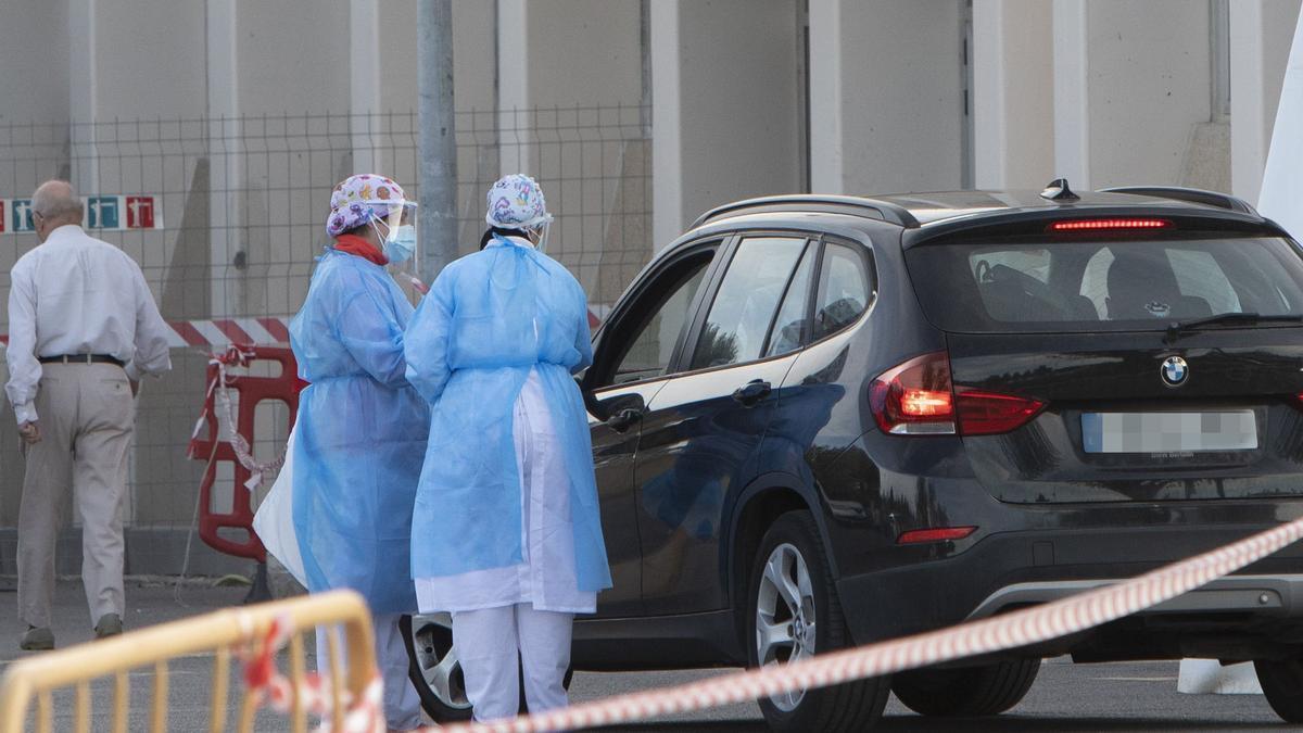 Pruebas PCR a sospechosos covid en el Hospital de Sagunt.