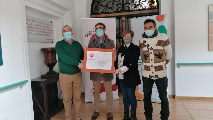 La Ruta del Vino de Toro dona 3.790 euros de una ayuda de la Diputación a AFA