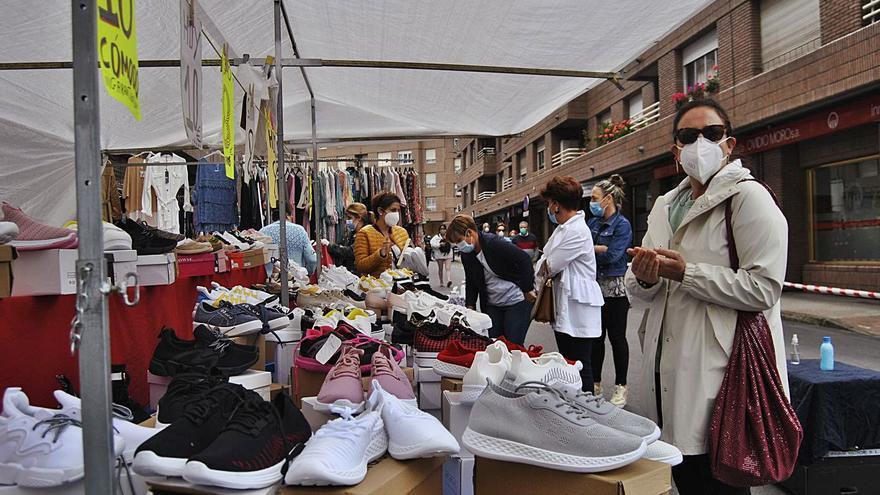 Siero mantiene los mercadillos al aire libre tras plantear cancelarlos por la pandemia