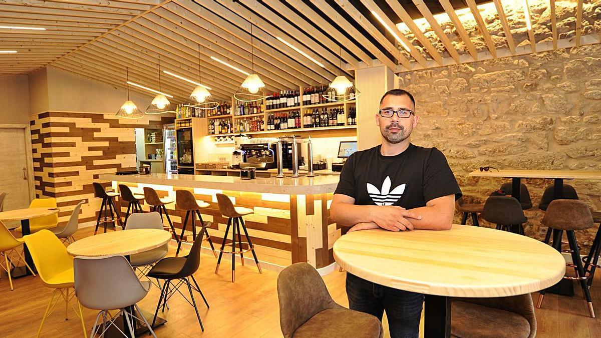 La Plazoleta, un nuevo local de hostelería para A Estrada | BERNABÉ/JAVIER LALÍN