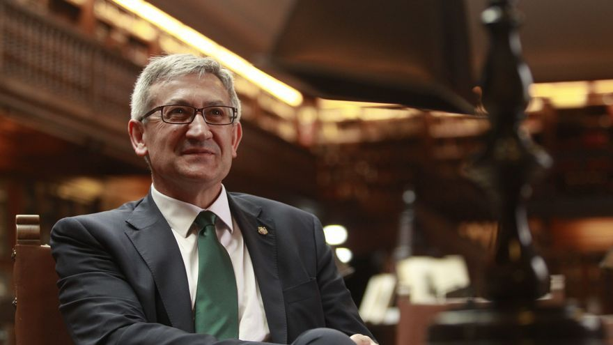 La Universidad de Oviedo entra en campaña electoral: Santiago García Granda: candidato a rector