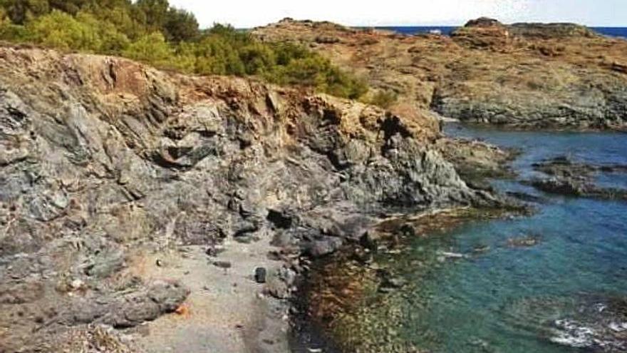 Llançà habilita dues platges a tocar Cap Ras per fer nudisme lliurement