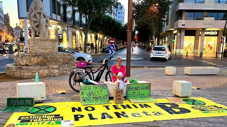 La activista de XR en huelga de hambre en Ibiza lleva su protesta a Madrid