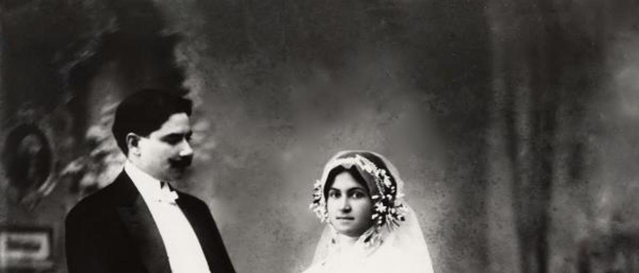 Boda de Tomás Morales y Leonor Ramos en su casa de Agaete en 1914.