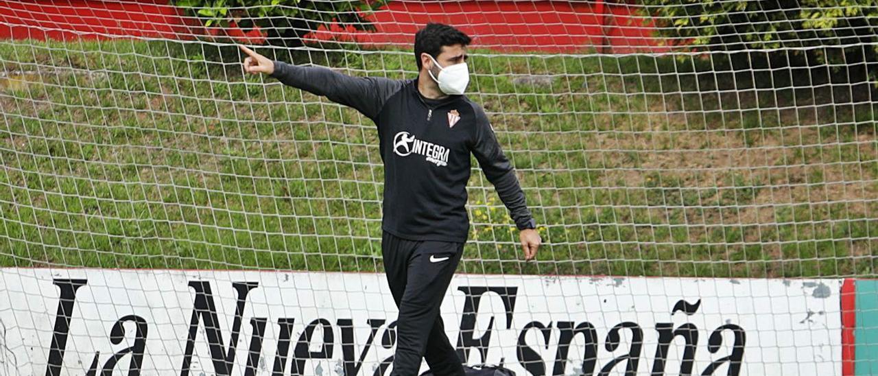 David Gallego, durante el entrenamiento de ayer del Sporting en Mareo. | Juan Plaza