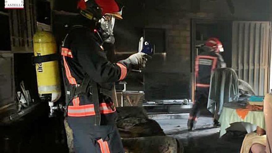 Rescatan a dos mayores en un incendio en Ayódar