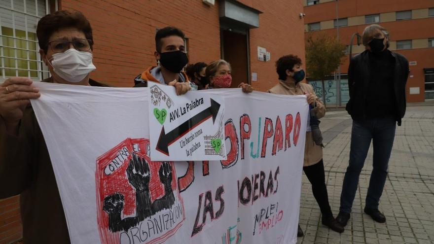 """Vecinos de Moreras denuncian el """"colapso"""" en los Servicios Sociales y el difícil acceso a las citas"""