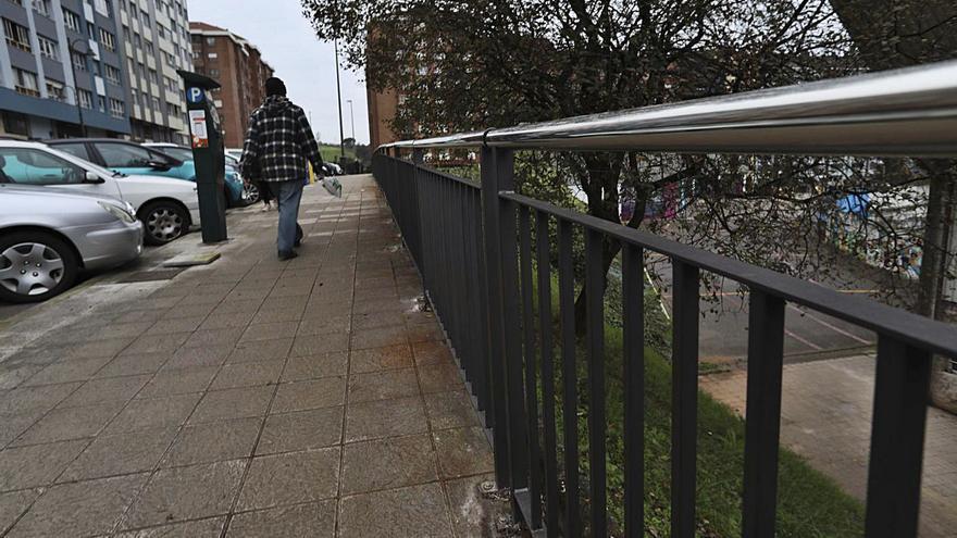 Renovada la barandilla de protección de la calle Juan Ochoa