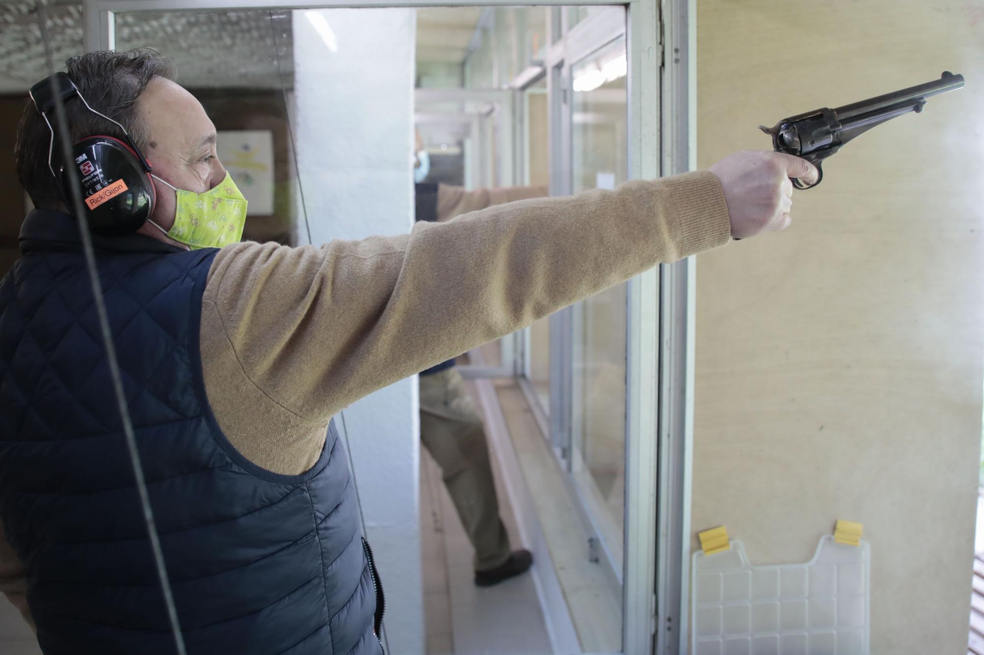Socios del club de tiro del Chas durante sus prácticas