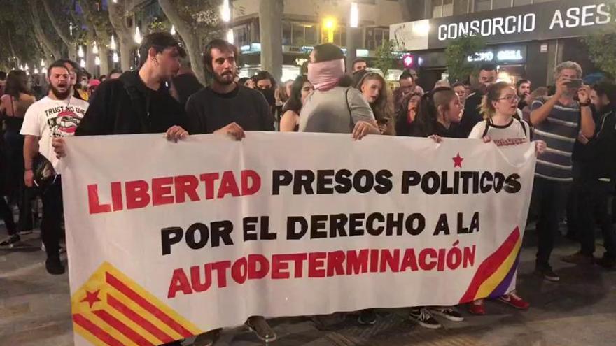 Decenas de personas claman en Murcia contra la sentencia del 'procés'