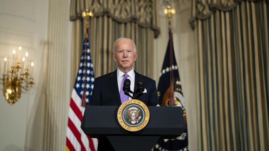Un juez bloquea la orden de Biden de suspender las deportaciones por cien días