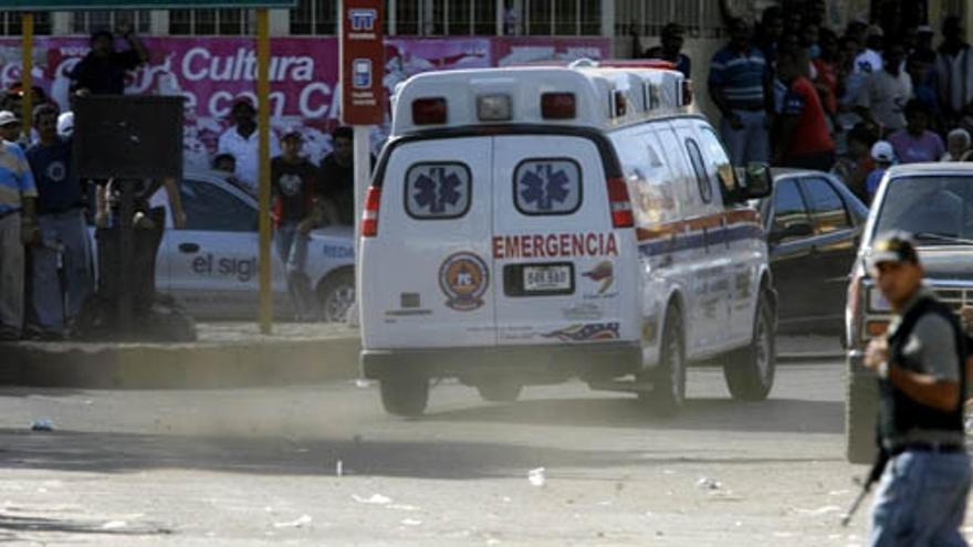Un grupo armado se entrega tras 28 horas de asalto a un banco de Venezuela  - La Opinión de A Coruña