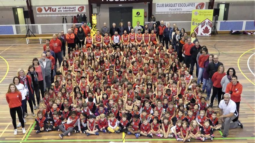 L'Escolàpies presenta 200 jugadors i vincula les cadets amb el Cadaqués