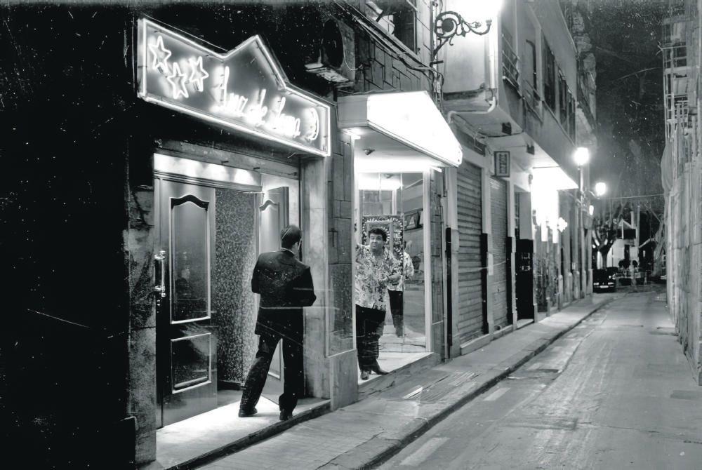 Locales nocturnos en la calle Embajador Vich