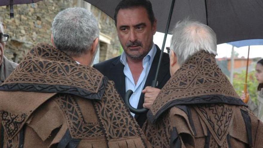Carlos Herrera recibe la capa de honras alistana en Zamora