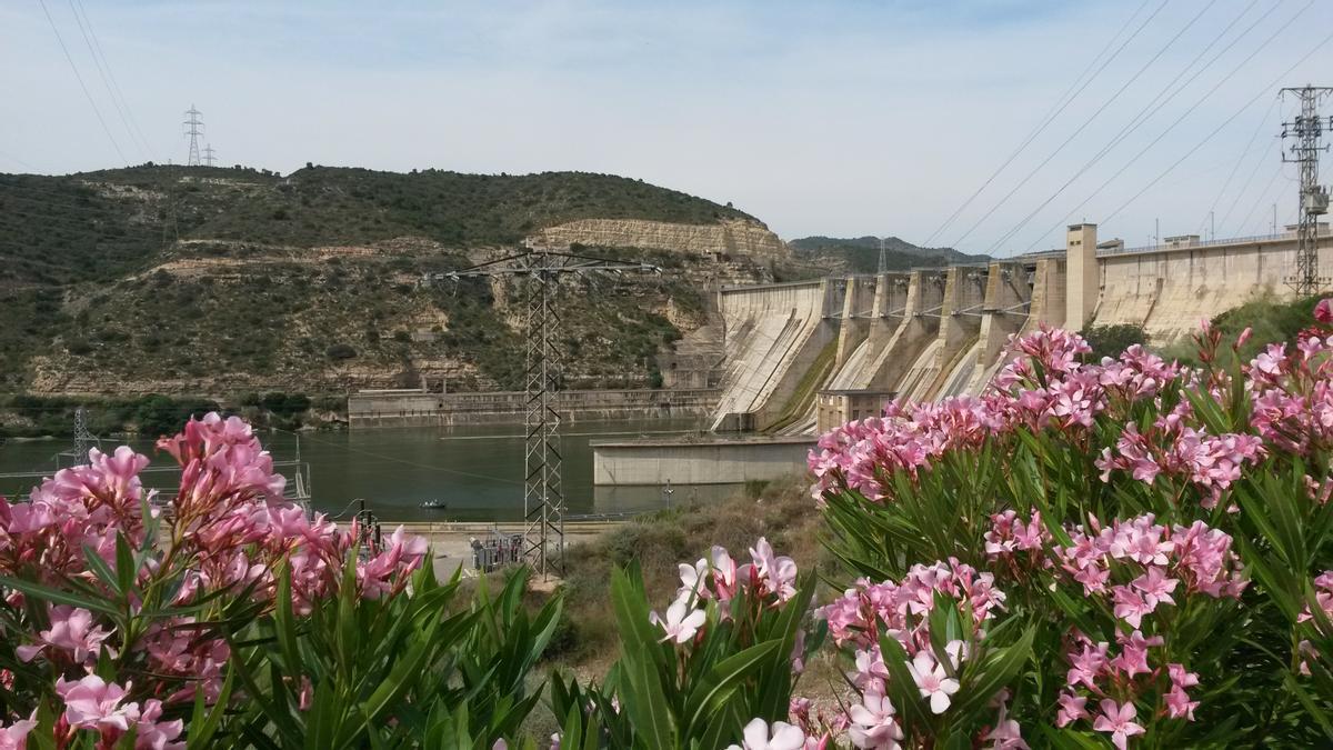 Central hidroeléctrica en Mequinenza. La compañía mantiene un fuerte compromiso por hacer un uso sostenible de los recursos naturales.
