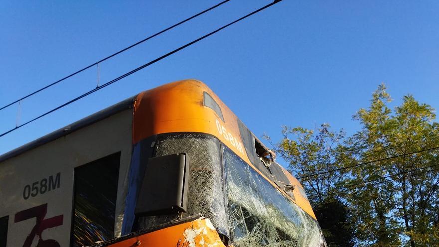 Un tren xoca amb un arbre entre Caldes i Sils i deixa dotze ferits lleus