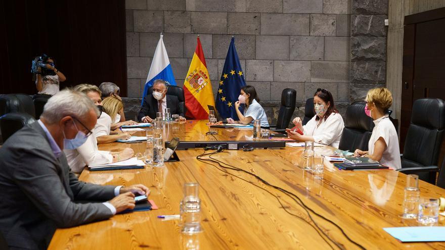 Sanidad exigirá certificado de vacunación o pruebas negativas para algunos sectores laborales en Canarias