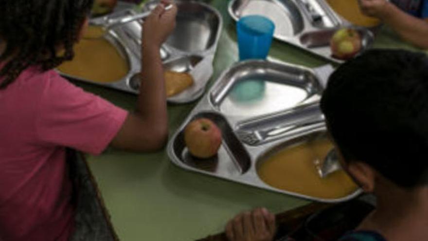 Educación recarga las tarjetas monedero de alumnado de cuota cero