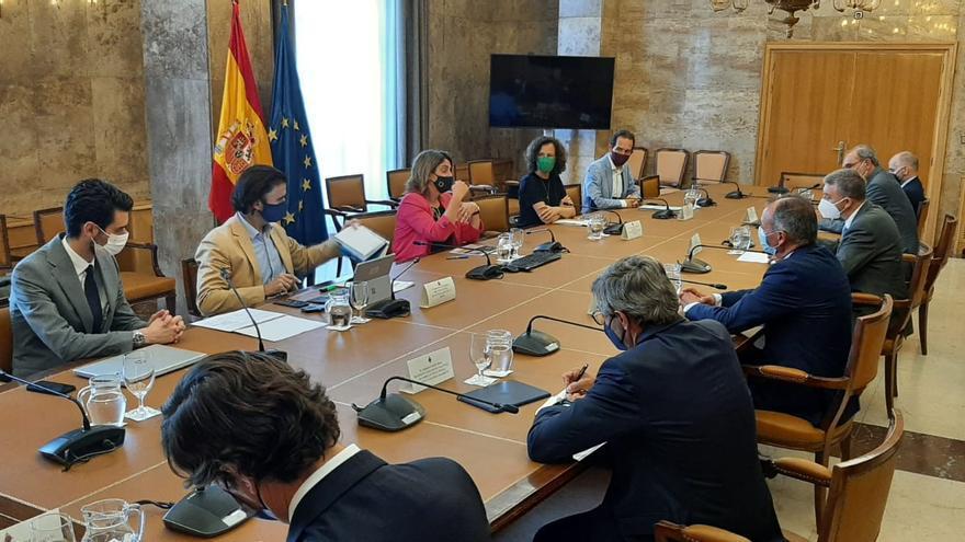 El Gobierno baraja compensar al azulejo de Castellón por la fuerte subida de costes de derechos de emisión de CO2