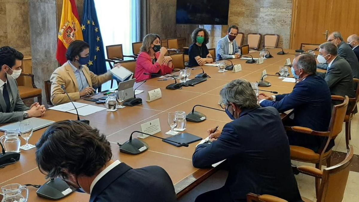 Imagen del encuentro mantenido en la sede del Ministerio de Transición Ecológica con el sector cerámico de Castellón.