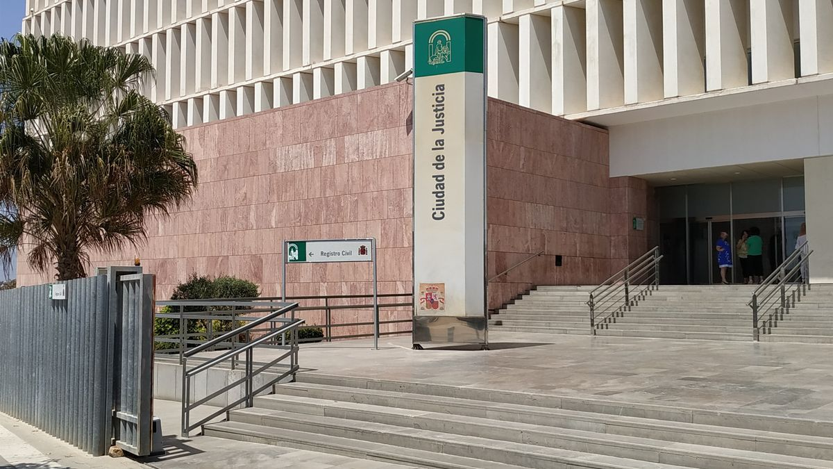 Condenado por entrar y estar sin permiso en casa de su vecina por la que se sentía atraído en Málaga
