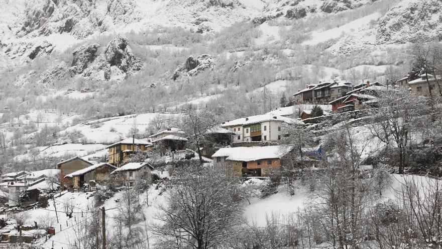 Sábado de nieve en Asturias: la cota descenderá a 300 metros
