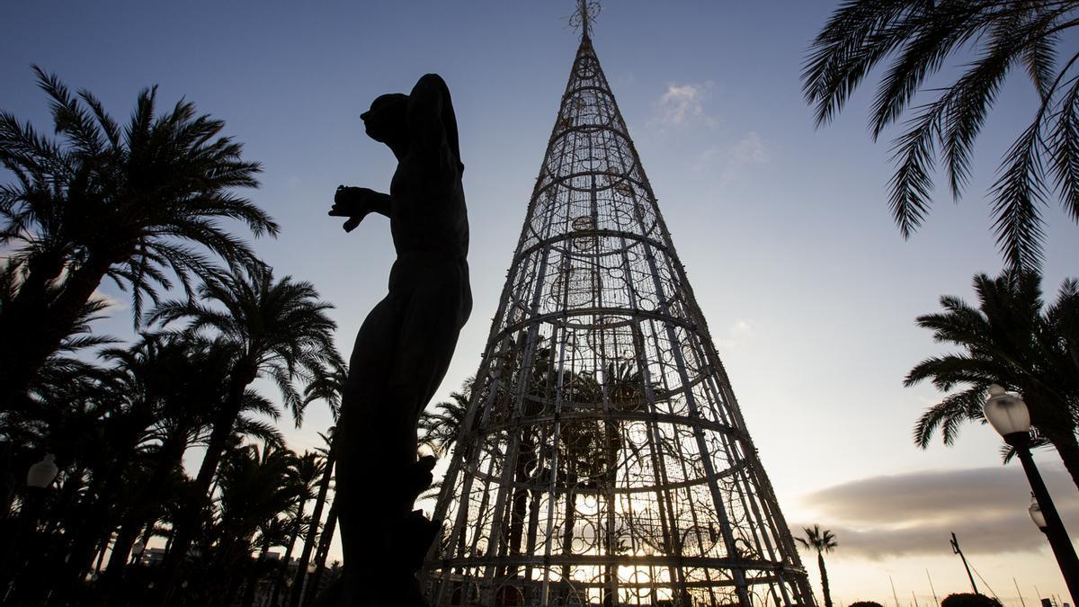 Árbol de Navidad en la Explanada de Alicante.