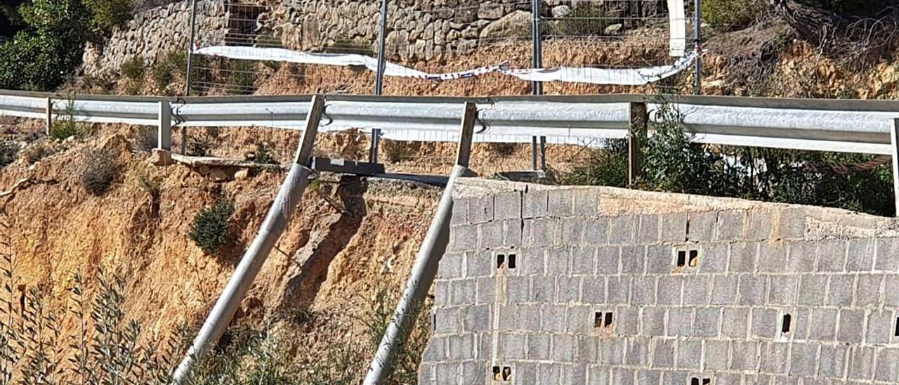 La carretera de acceso a la Partida Caña Cervere, reconstruida por los residentes. | LEVANTE-EMV