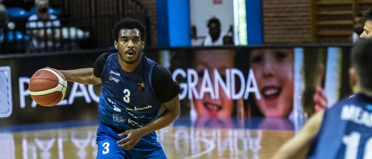 Speight durante el partido del Oviedo Baloncesto en Pumarín ante el Palma