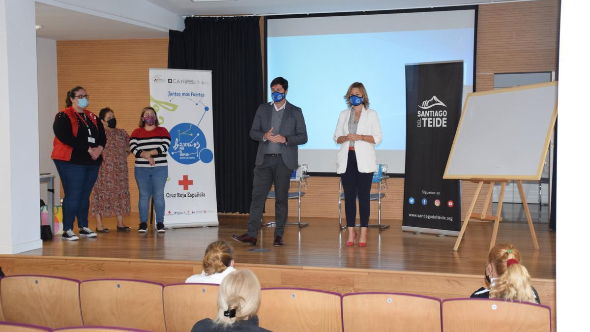 """28 personas iniciaron la fase de formación del proyecto """"Emplea Santiago del Teide"""" promovido por Ayuntamiento y Cabildo"""