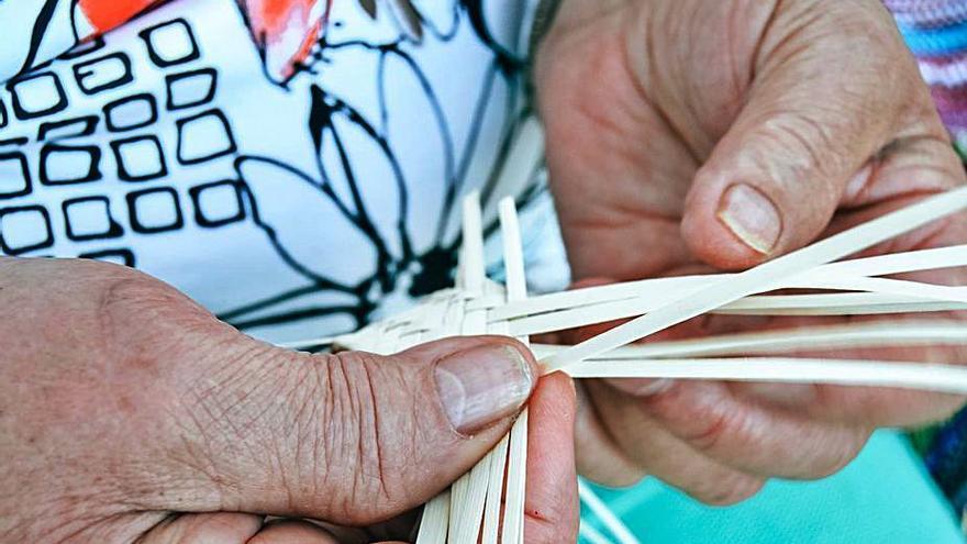 El Cabildo impulsa la artesanía con una jornada de talleres y demostraciones
