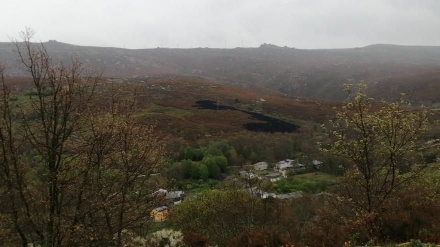 Pequeño incendio provocado por un rayo en Castrelos de Sanabria