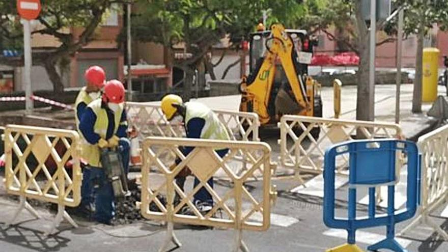 Ejecutan las obras de media tensión para dar luz a las 115 viviendas de La Candelaria