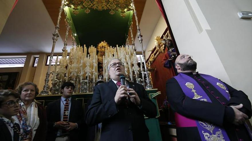 La Cena bendice el palio de la Virgen de la Esperanza del Valle