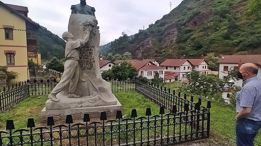 Bustiello distingue al Marqués de Comillas: el Ayuntamiento culmina la restauración de su estatua