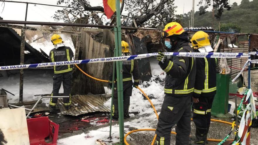 Una pareja de septuagenarios muere en el incendio en una casa de chapa en Churriana