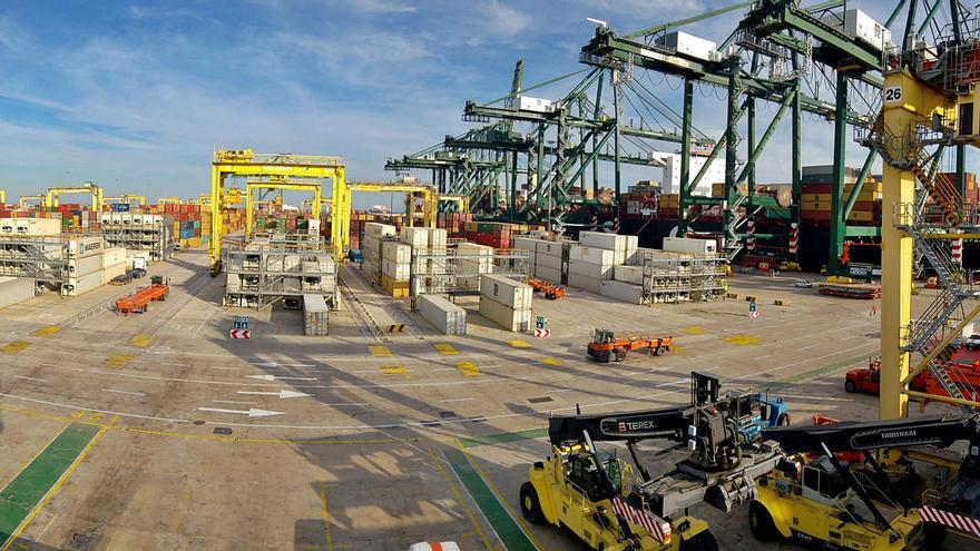 Competencia vuelve a tumbar el convenio de los estibadores y activa la alerta en los puertos