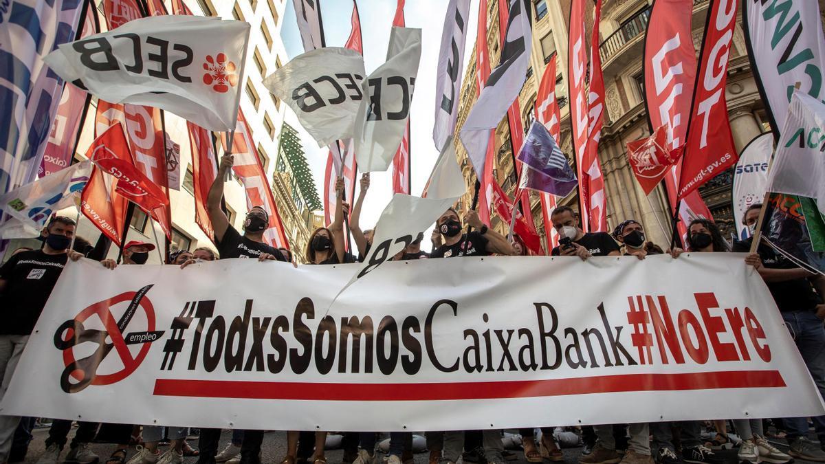 Manifestaciones contra los ERE de Caixabank-