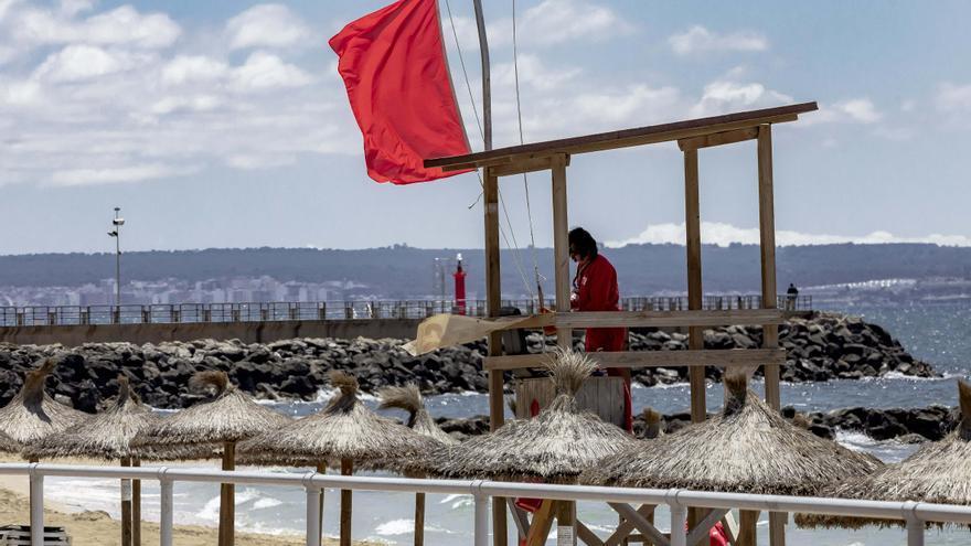 Bandera roja en tres playas de Palma por vertidos de aguas sucias