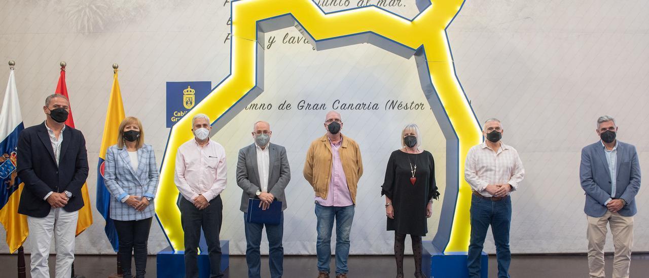 Antonio Morales junto a Rosario Gañán y José Blanco en la presentación del ciclo.