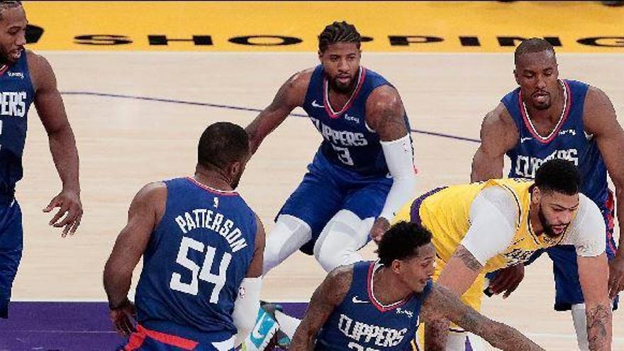 El derbi angelino se salda con la primera derrota de Gasol en los Lakers