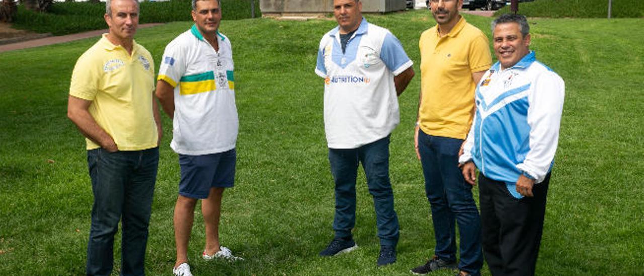 Eloy Guillén, Pedro Hernández, Gustavo Díaz, Octavio Machín y Tito Cáceres posan antes de la final.