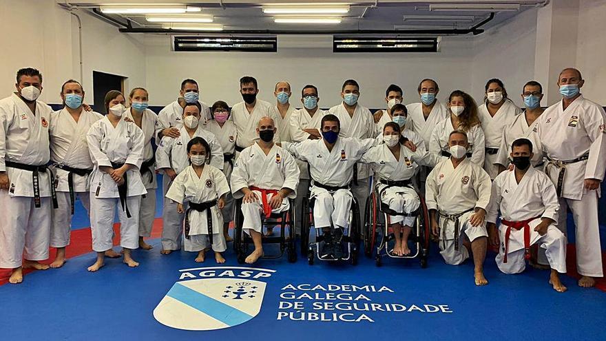 La selección gallega de para-kárate se adiestra con la nacional en la Agasp