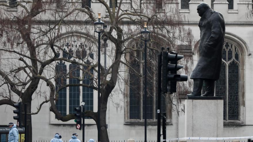 Subastan por 45.600 euros unas pantuflas de Winston Churchill