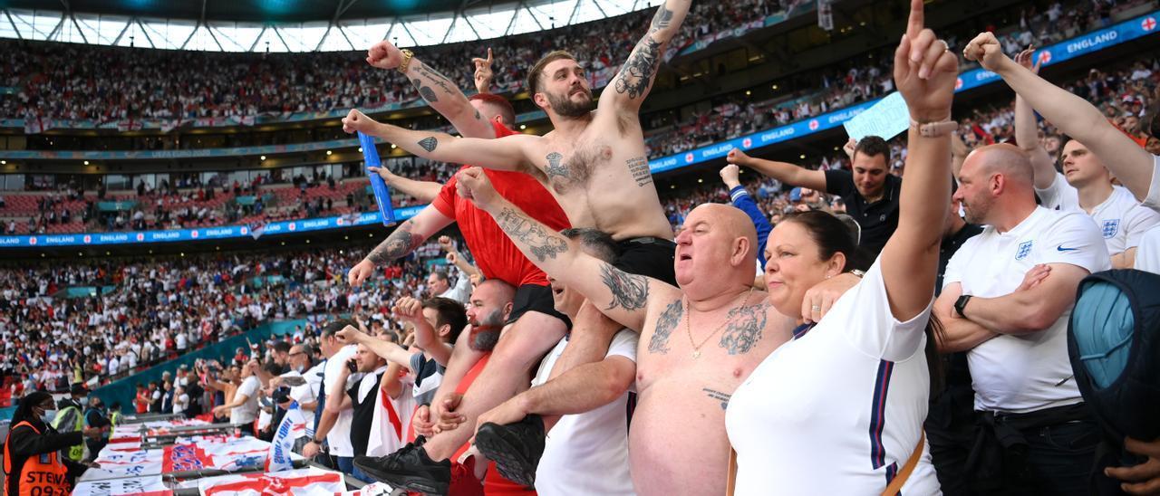Aficionados ingleses en Wembley en la final de la Eurocopa