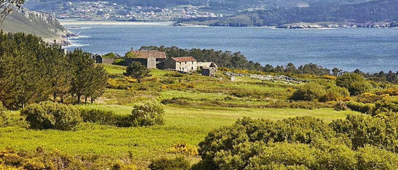 Núcleos diseminados por la costa gallega.   | // FDV