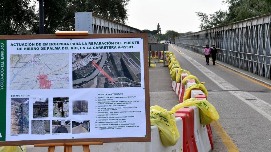 El Puente de Hierro de Palma del Río cerrará este miércoles al comenzar las obras para su reparación