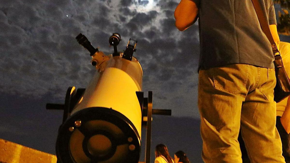 Imagen de archivo de una actividad de astronomía.   Jose Luis Fernández