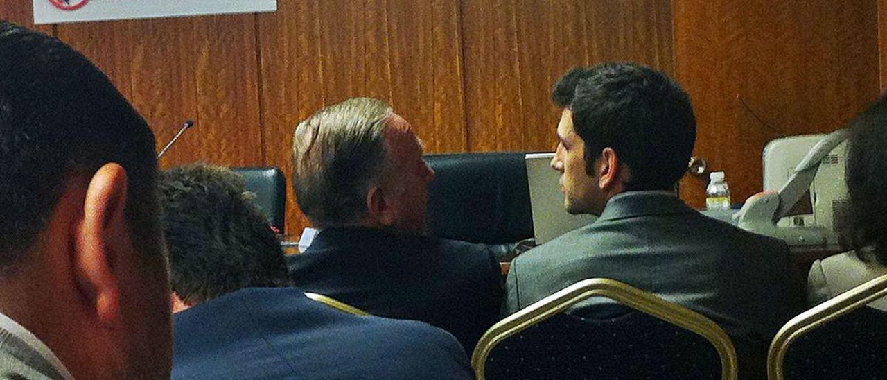 Sousa y su hijo Pablo, en la última junta a la que asistieron, en septiembre de 2013.